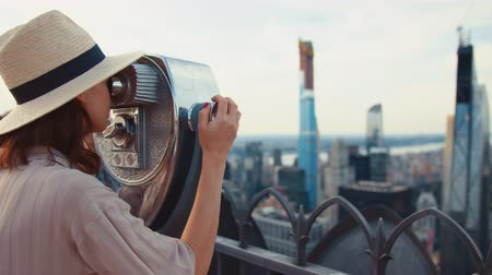 ニューヨーク : Young tourist looking through binoculars at the viewpoint in New York 動画素材