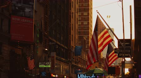 nacionalismo : American flag waving in the wind in the evening Vídeos