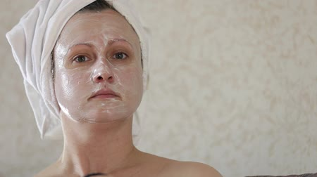 A middle-aged woman applies a moisturizing mask on the face Stok Video