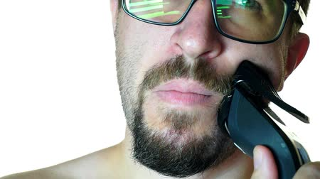 bigode : Close-up of a man with glasses shaves off his beard. on a white background