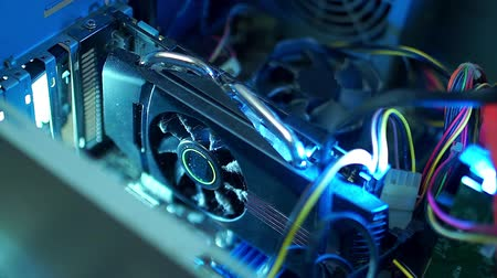 chladič : PC components in dust. The video card inside the computer does not work, the dusty fan.