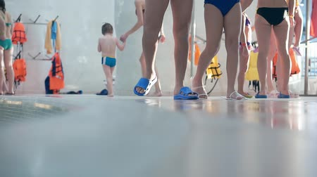 dips : A large number of people in the aqua park rest. In the frame of the legs Stock Footage