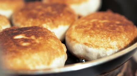 калория : Close-up of frying pan with butter fry meat pies. Стоковые видеозаписи