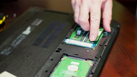 chips : Man uninstalling memory. Laptop RAM upgrade