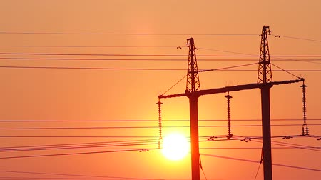 marco nacional : Electric wires against the setting sun. Beautiful sunset. Vídeos