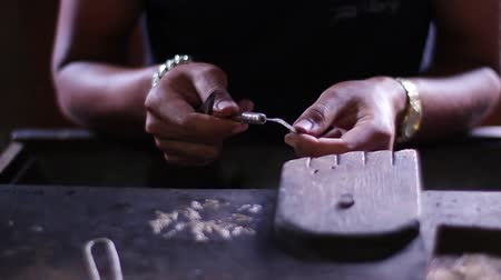 ezüst : Jeweler produces the silver chain. Hands of jeweler working on gold jewelry. Stock mozgókép
