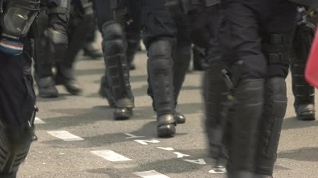 guarda costas : Squad of riot police. Policemen walk on road. Unrest in the city. Protect the peaceful citizens.