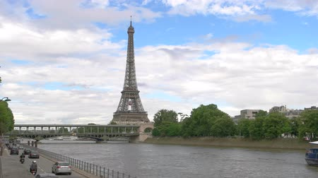 bir hakeim bridge : Paris, France - 14.06.2016. Eiffel tower on sky background. Boats on Seine. Best idea for romantic travel. Stock Footage