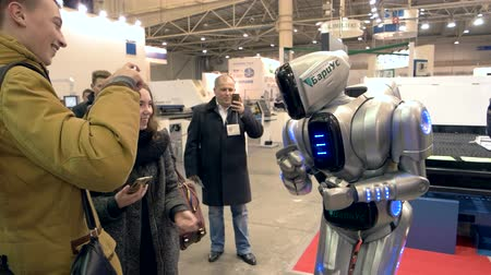 suécia : 13.12.2016 - Ukraine, Kiev. Robot and people at exhibition. Our new friend. Stock Footage