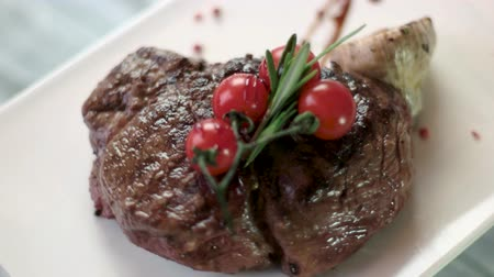 veal recipe : Steak and cherry tomatoes. Herbs and grilled garlic. Juicy veal and tasty spices.