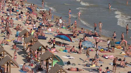 zsúfolt : Crowded beach, daytime. People at the seaside. Stock mozgókép
