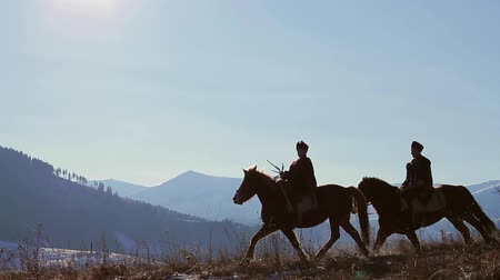 запад : Horses gallop through mountainous terrain. Horses silhouettes