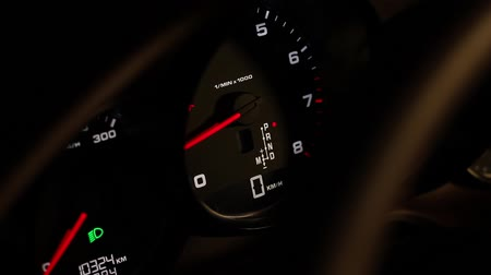 kilometer : Increase the speed on the speedometer