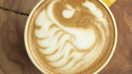 kahve molası : Latte art swan, top view. Cup of coffee spinning.