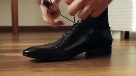 cipőfűző : Business man tying the laces on shoes. Businessman dress shoes business. The director is going to work. Businessmen.