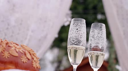 шампанское : Wedding champagne glasses. Wedding ceremony.