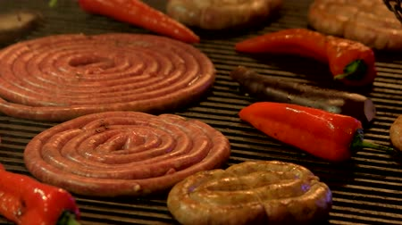 bakłażan : Vegetables and sausages on grill. Food being cooked close up. Wideo