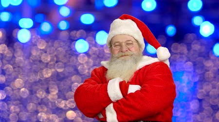 договориться : Santa Claus showing thumbs up. Santa, bright lights background.