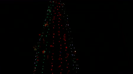 suspensão : Decorated christmas tree in the dead of night. Great christmas tree.