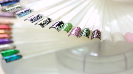 falsificação : Tips for example nail design is wheeling. Big collection of various painted finger nail design in motion close up. Stock Footage