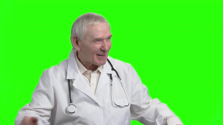 splatnost : Kind old doctor cheering you up. Speech of old cheerful pediatrician, green hromakey background.