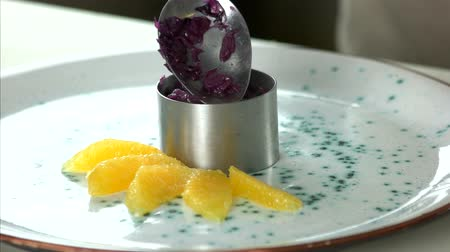 lžíce : Cooked red cabbage and orange. Healthy food, fruit and vegetable.