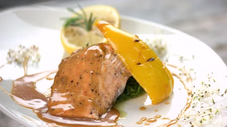 espinafre : Grilled salmon, soy caramel sauce. Fish and spinach tartare. Stock Footage