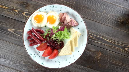 süteményekben : Breakfast on wooden background. Eggs, beans and lettuce.