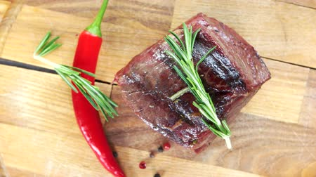 lombo : Sirloin steak top view. Beef, rosemary and chili pepper. Stock Footage