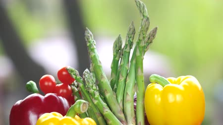 kuşkonmaz : Fresh vegetables close up. Bell peppers, asparagus and tomatoes.