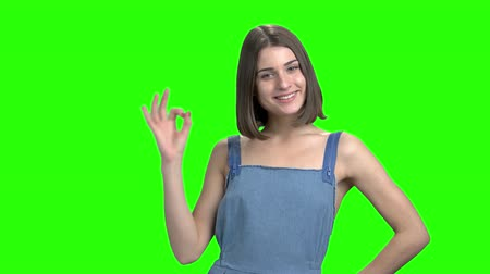 dobrado : Young woman shows different gestures. Like, ok and victory gestures. Green screen hromakey background for keying. Vídeos