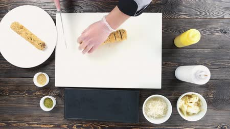 унаги : Sushi on cutting board. Chef preparing unagi maki rolls. Стоковые видеозаписи
