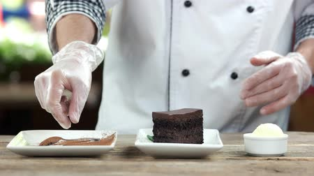 fondán : Chef preparing dessert. Belgian chocolate cake.