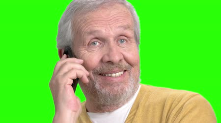 представитель старшего поколения : Smiling man talking on mobile phone. Close up senior man talking on cell phone, chroma key background.