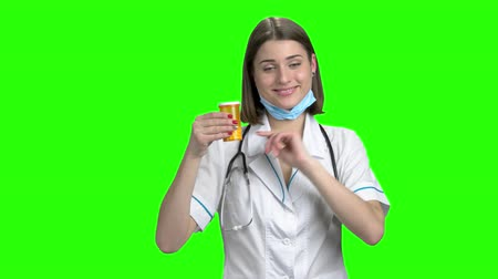 продвигать : Cute female physician recommend pills, medical prescription. Green screen hromakey background for keying.