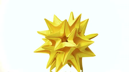 spiky : Spiked yellow dodecahedron. Stellated dodecahedron origami isolated on white background. Modular paper star. Beauty of japanese artwork. Stock Footage