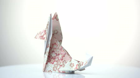 лиса : Beautiful fox origami figurine. Animal model made of folded patterned paper. Creative ideas for paper craft. Стоковые видеозаписи