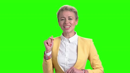 śpiew : Charming lady is singing on green screen. Cute woman is singing and dancing on alpha channel background. Enjoy of music.
