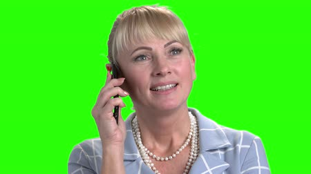 вырезка : Close up pretty woman talking on smartphone. Happy smiling woman speaking on mobile phone on Alpha Channel background.