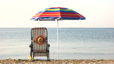 chaise longue : Chaise lounge deck chair and umbrella. Early morning on the beach.