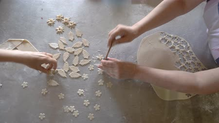 componentes : Female hands cutting pieces from dough. Cooking process at bakery. Small confectionery business. Stock Footage