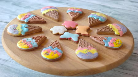 glazura : Delicious pastry with colorful glaze. Cookies on wooden board. Baked from healthy ingredients.