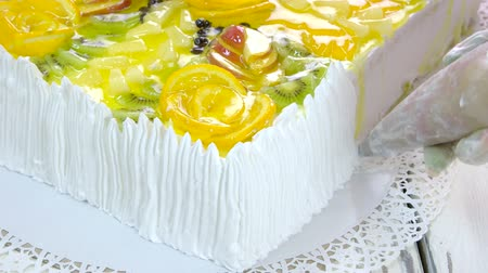 kivi : Cake preparation at restaurant. Jelly fresh fruit cake. Made from natural ingredients. Stok Video