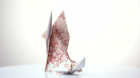 лиса : Origami fox close up. Decorated paper. White isolated background.