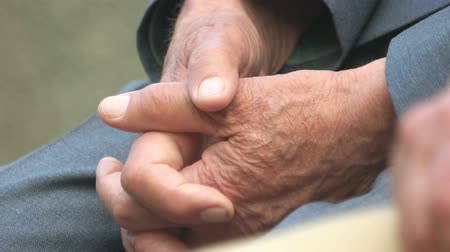 důchodce : Close up hands of old man. Caucasian senior male folded hands.