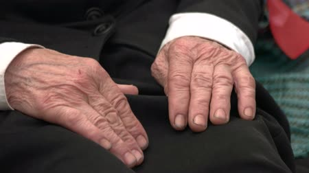 důchodce : Old senior male hands. Close up. Caucasian grandpa hands, black clothes.