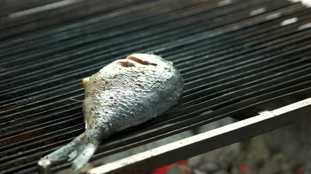 proteínas : Dorado fish on grill. Seafood being cooked close up.