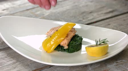 espinafre : Grilled salmon fillet with vegetables. Tasty dish, soy caramel sauce. Stock Footage