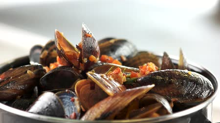 smak : Cooked mussels macro. Clams with vegetables and rosemary.