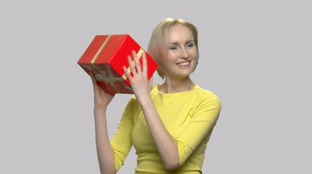 főnyeremény : Excited woman with gift box. Surprise present for Birthday or Womens Day. Holiday celebration concept. Stock mozgókép